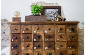 Her ses et billede af Favtory kommoden med 36 nummererede skuffer fra vores Unika Collection.
