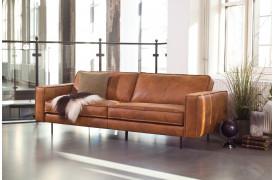 Point er en italiensk lædersofa med uovertruffen siddekomfort og trendy syningsdetaljer.