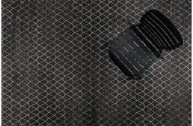 Her ses et billede af Crossley inden- og udendørstæppe i sort fra Zuiver.