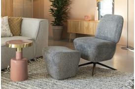 Her ses et billede af Dusk loungestolen i grå sammen med den matchende fodskammel fra Zuiver.