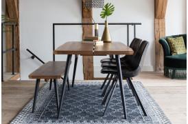 Dutchbone har også skabt et spisebord i Alagon-serien.