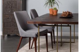 Class spisebordet fra Dutchbone er en bord med sildebens-mønster på bordpladen.