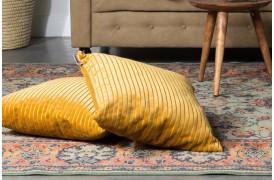 Her på billedet ses to Dubai puder fra Dutchbone placeret på et gulvtæppe.