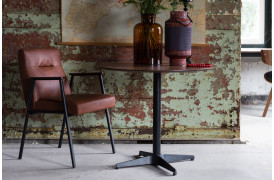 Fez spisebordsstolen er inspireret af slanke og enkle linjer.