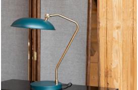 Liam bordlampen er en klassisk bordlampe, der her ses i den blågrønne farve.