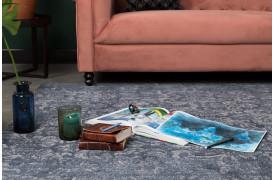 Stark tæppet er et flot og dekorativt tæppe i mørkeblå farver.