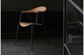 Piun spisebordsstolen udstråler elegance og eksklusivitet.