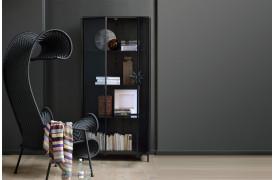 Anders er en ny serie af møbler fra Ethnicraft med mørktonet glas.