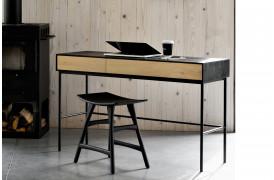 Boligindretning med det flotte Blackbird Eg - skrivebord fra Ethnicraft.