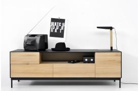 Blackbird er en ny serie af møbler fra Ethnicraft, her med tv-bordet.