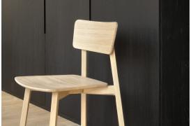 Casale Eg - spisebordsstolen er lys og indbydende i sit design.