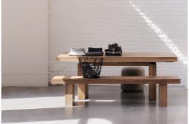Double Teak spisebordet giver med dets rustikke design dig naturen ind i boligen.