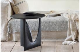 Geometric Black Eg - sidebordet skifter udseende alt efter, hvilken vinkel man ser det fra.