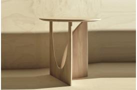 Geometric Eg - sidebordet skifter udseende alt efter, hvilken vinkel man ser det fra.