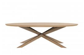 Billede af et fritstående Mikado Eg - sofabord i ovalt fra Ethnicraft.