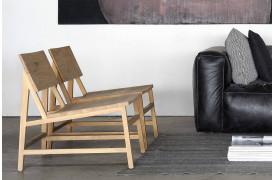 Billedet viser to N2 Eg - loungestole stående ved siden af hinanden.