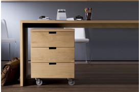Her på billedet ses Office Eg rullekonsolen fra Ethnicraft.