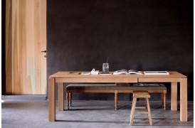 Her på billedet ses et af Slice Eg spisebordene med udtræk.