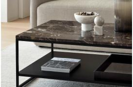 Marmor sofabord med metalben og metalhylde til opbevaring fra Ethnicraft.