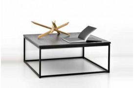 Dette er et billede af Thin Black Eg - sofabordet i træ fra Ethnicraft.