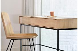 Whitebird er en ny serie af møbler fra Ethnicraft, her med skrivebordet.