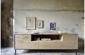 Whitebird er en ny serie af møbler fra Ethnicraft, her med tv-bordet.