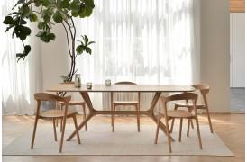 Dette spisebord er med dets indviklede konstruktion et sandt kunstværk.