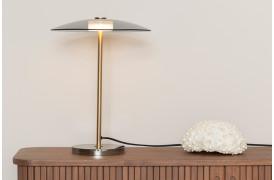 Her ses et billede af Float bordlampen fra Zuiver.