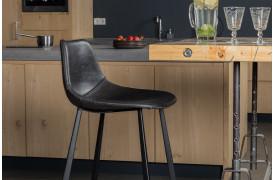 Her ses et billede af Franky barstolen i sort fra Dutchbone.