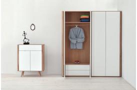 Sammensæt Ena møblerne med hinanden med for eksempel en kommode til klædeskabet.