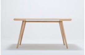 Ena spisebordet ses her med en længde på 140 cm.