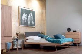 Sengeramme med stof sengegavl fra møbelmærket Gazzda.