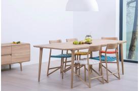 Fawn spisebordet er et smukt hvid-olieret spisebord fra Gazzda til din bolig.