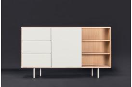 Fina klædeskabet er ligesom de mange andre møbler i Fina serien alsidigt.