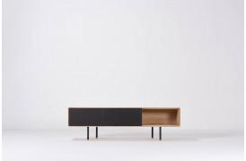 Fina tv-bord med beskeden størrelse på 160 cm i bredden.