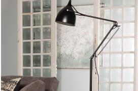 Her ses et billede af Reader gulvlampe i sort fra Zuiver.