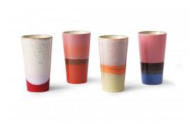 4 forskellige lattekrus fra HKliving i deres 70'er kollektion.