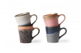Det håndlavede finish gør, at alle espresso krus har et unikt look