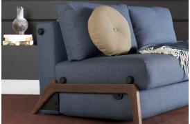 Her ses et billede af ILB 500 140 sovesofaen med røget egetræsben fra Innovation Living.