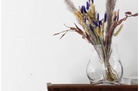 Vasen kan nemt stå som et enkeltstående element i indretningen og tale for sig selv.