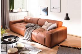 Smuk indretning med Place sofaen her i farven Torero - Brandy (speciallæder i prisgruppe 2).