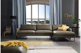 Den klassiske Ricadi sofa ses her i farven Cesano - Green.