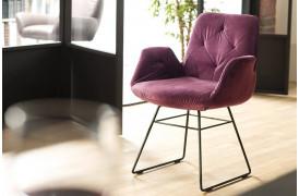 Sixty spisebordsstolen er designet til at passe sammen med Sixty sofabænken.