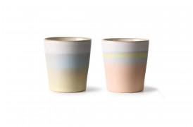 2 forskellige kaffekopper fra HKlivings serie 70'er keramik.