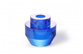 Super flot koboltblå lysestage er lavet af krystalglas og kan købes hos BoShop.