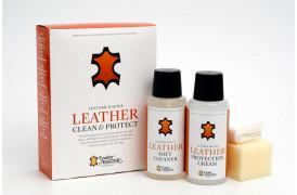 Dette er et billede af et læderplejesæt med rens og creme fra Leather Master.