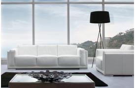 Med læder i topkvalitet fra Kelvin Giormani er denne sofa værd at overveje.