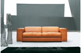 Rivoli sofaen er en stilren luksus-sofa fra Kelvin Giormani.