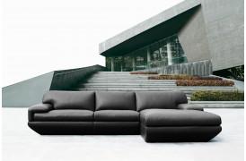 Perini læderosfaen er en Kelvin Giormani lædersofa i et smukt stilrent design.