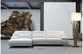 Kelvin Giormani lædersofaen Ferla ll ses her i hvid læder i en indretning.